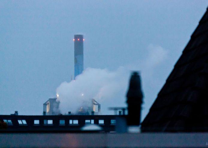 De elektriciteitscentrale is gehuld in stoomwolken. Foto: Eelke Spaak
