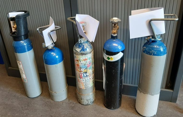 BODUKAP - De politie nam alle flessen lachgas in beslag