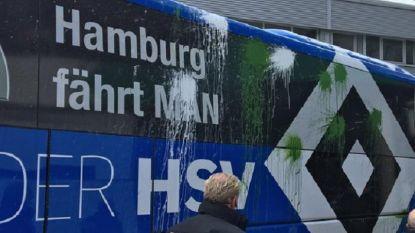 Enkele dagen na aanslag op Dortmund bekogelen 'fans' spelersbus van Hamburg met verfbommen en flessen