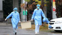 Nu nieuwe longziekte ook van mens op mens overdraagbaar blijkt: hoe ongerust moeten we zijn?