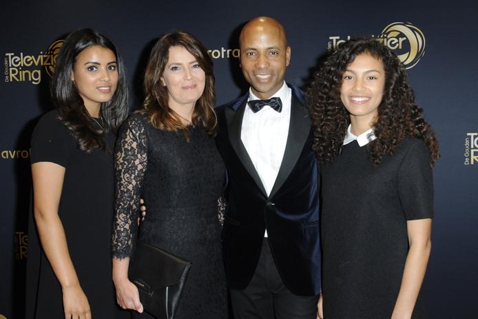 Ineke en Humberto met dochters Isa (l) en Julia tijdens het Televizier-Ring Gala vorig jaar.