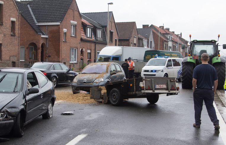 Wagens Botsen Met Op Hol Geslagen Aanhangwagen Binnenland Nieuws
