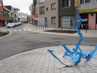 Nieuw kunstwerk op kruispunt De Pomp al na enkele dagen aangereden