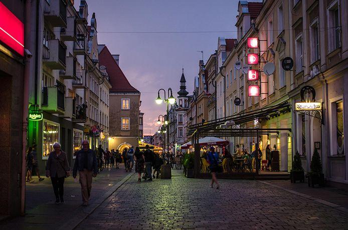 Le soir, la ville d'Opole change de visage et le calme fait place à la fête.