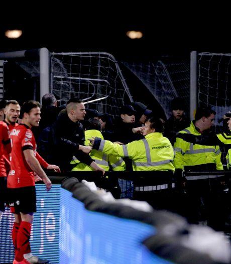 Agenten vrijuit na geweld tegen Helmond Sport-supporters op De Braak: 'Noodzakelijk optreden'
