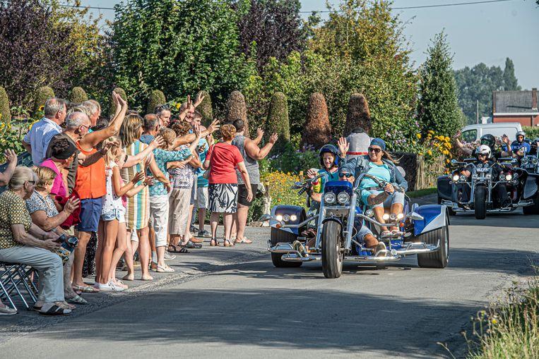 De Jumbo Run werd hartelijk toegewuifd door de Landelijke Gilde in de Hoogbeverenstraat.