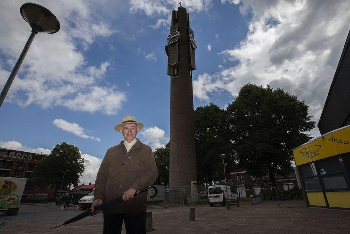Jacq. Bijnen van Stichting Historisch Erfgoed Veldhoven bij de Jozeftoren.