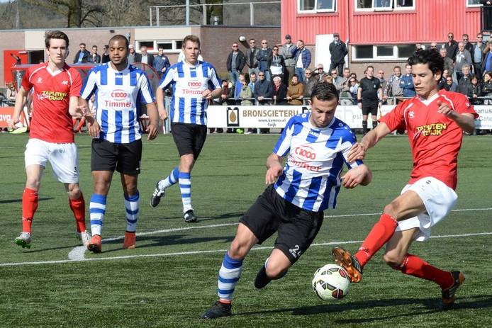 FC Lienden-aanvaller Mo Ajiach (hier op archiefbeeld tegen JVC Cuijk)