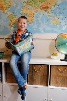 Manus (8) uit Nijmegen is gek op topografie: 'Ik ken alle landen van de wereld uit mijn hoofd'