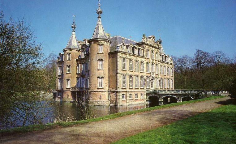 Het kasteel van Poeke. Open Vld wil het kasteel overdragen aan de provincie.