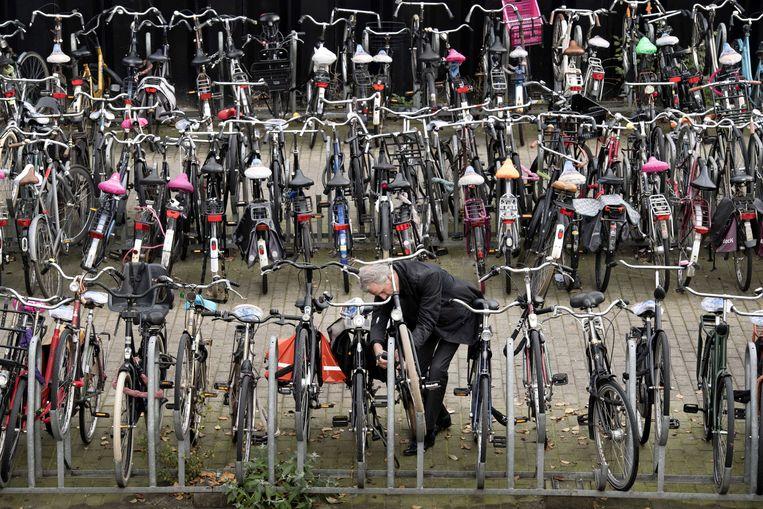 Fietsen bij een stalling op Amsterdam Centraal Station. Beeld ANP
