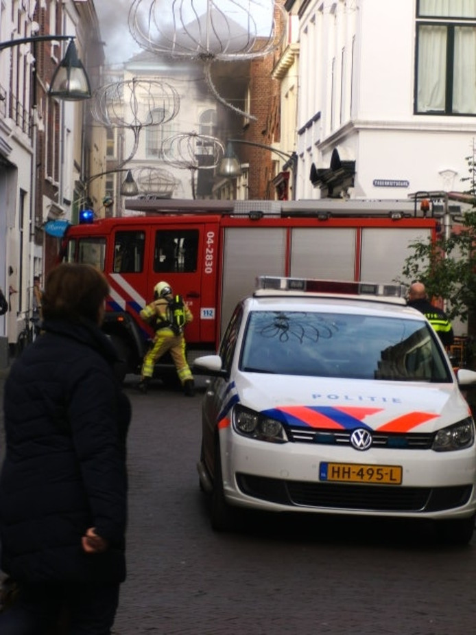 Ook het korps Zutphen werd opgeroepen bij de brandbestrijding in Deventer. Foto: Wilko ten Dam