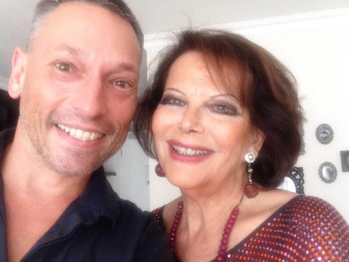Selfie van Dick Igounet met Claudia Cardinale.
