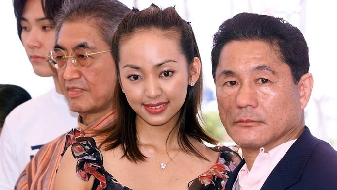 De Japanse regisseur Nagisa Oshima (tweede van links) op het Cannes filmfestival in 2000 met de Japanse acteurs Tadanobu Asano (L), Uno Kanda en Beat Takeshi.
