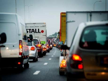 Met de auto richting Utrecht? 'Rijd om via Amsterdam'