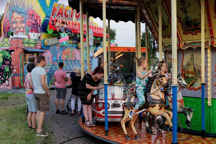 Vorig jaar lukte het de gemeente Oss nog om enkele attracties naar Macharen te halen; dit jaar organiseert het dorp zijn eigen kermisfeesten.