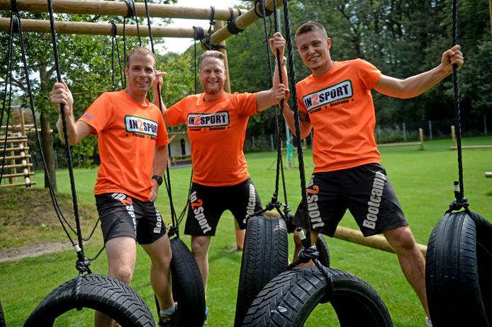 Hein Ooitink (midden) met trainers Jasper Veldhuis (links) en Mitchell Landewe op het nieuwe sportcomplex van In2Sport.