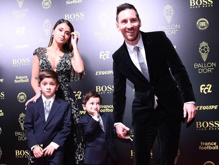 Messi met zijn vrouw Antonella en zoontjes Thiago (l) en Mateo.