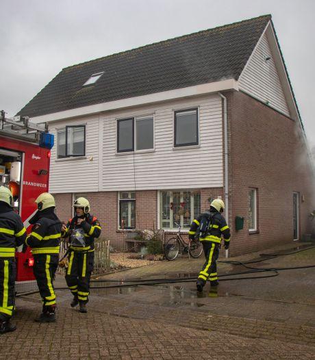 Schade aan huis in Andel na brand, twee personen probeerden de vlammen te blussen met tuinslang