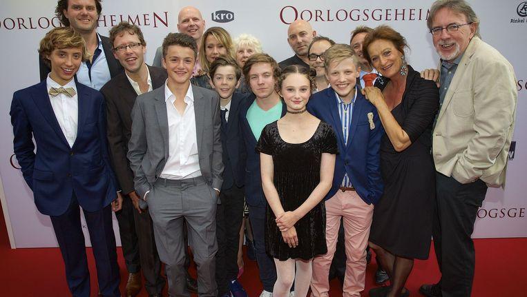 De cast en de regisseur van 'Oorlogsgeheimen'. Beeld anp