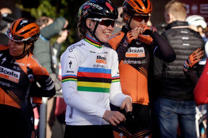 Anna Van der Breggen vlak voor de start van de Strade Bianche.
