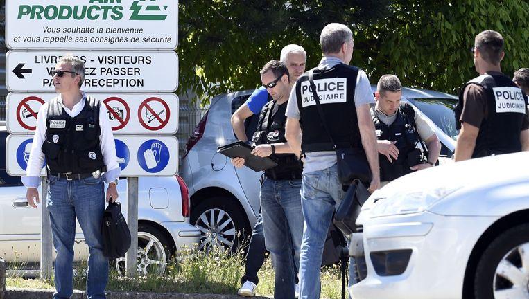 De Franse politie heeft de omgeving van het gasbedrijf beveiligd. Beeld afp