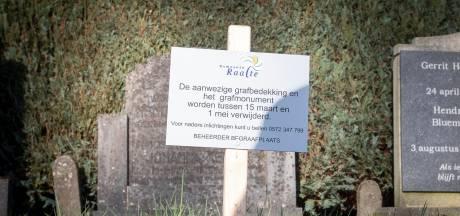 Gemeente Raalte wil graf van overleden man en dochter ruimen, moeder Rita is woest: 'Ik heb recht op dat graf'