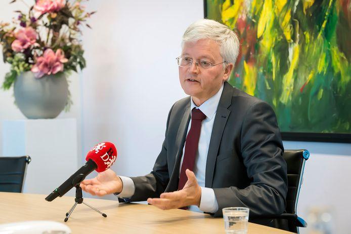 Burgemeester Theo Weterings moet zich maandag voor de raad van Tilburg verantwoorden.