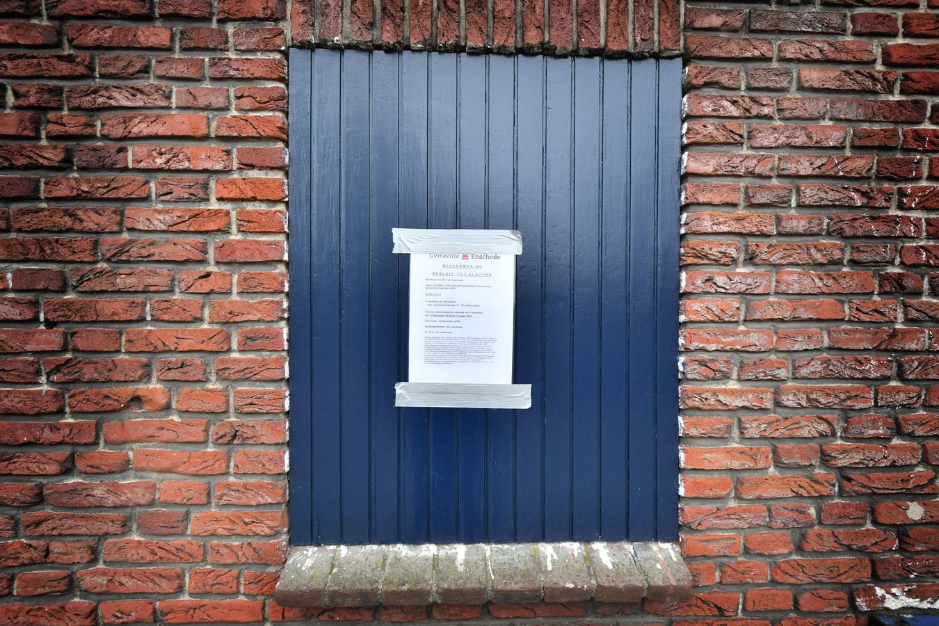 Het pand waar de viervoudige moord is gepleegd aan Van Leeuwenhoekstraat in Enschede.