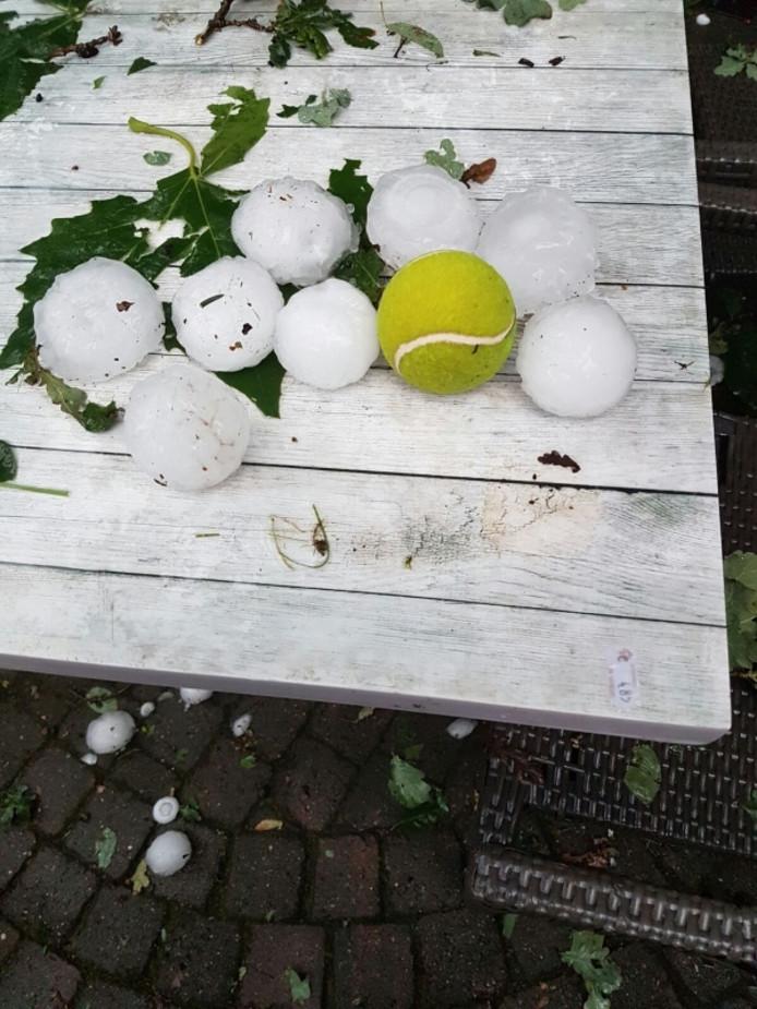 Flinke hagelstenen in Luyksgestel