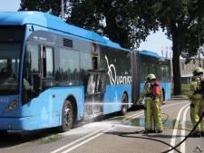 Lijnbus vliegt in brand met 20 passagiers aan boord bij Steenwijk