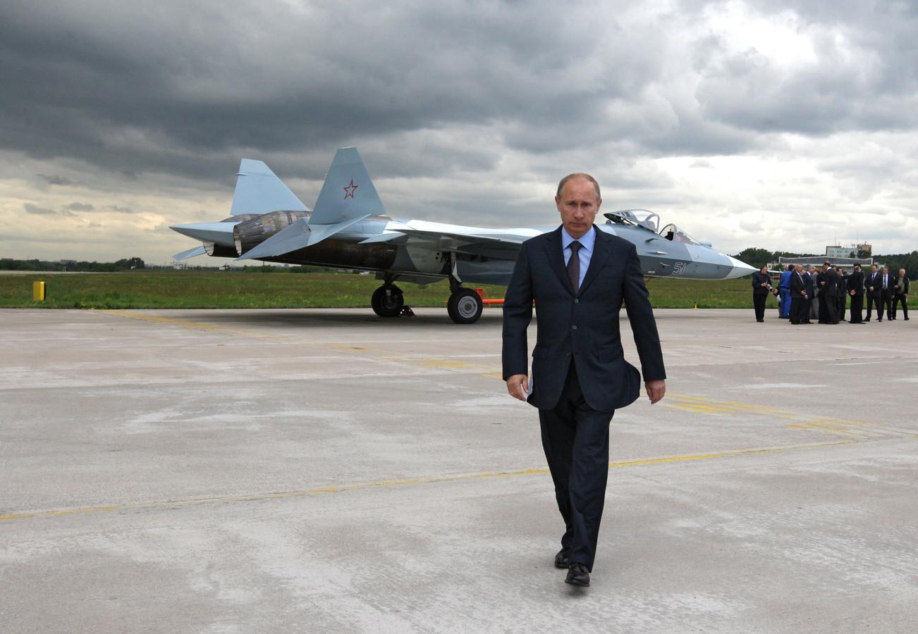 Archiefbeeld: Poetin is zojuist meegeweest met een testvlucht van de T50