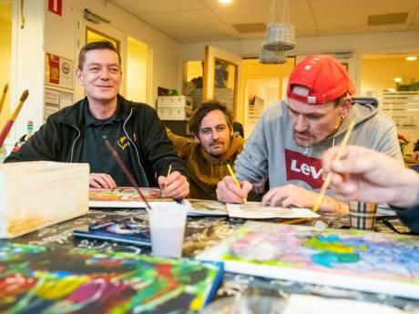 Kunst als middel op weg naar herstel bij Tactus Zwolle: 'Ze zien dat het zin heeft wat ze doen'