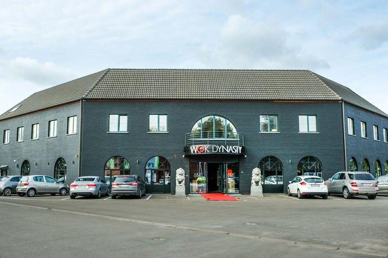 De Wok Dynasty langs de Leuvensesteenweg is dubbel zo groot als de vorige vestiging in Keerbergen en biedt plaats aan 250 gasten (inzet).