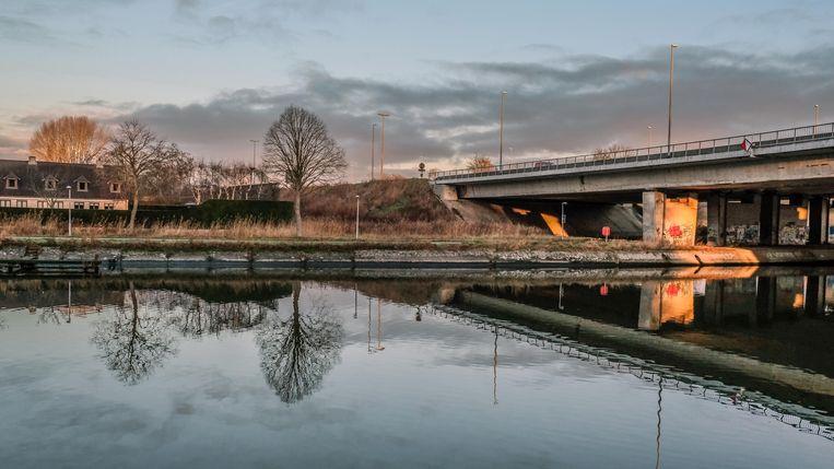 De huidige brug van de ring rond Kortrijk over de Leie moet weg, vinden ze bij Groen.
