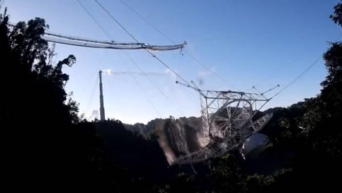 Drone legt spectaculaire instorting van Arecibo-telescoop vast op beeld