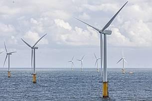 Eneco gaat prat op zijn duurzame karakter. Hier windpark Luchterduinen voor de kust van Noord-Holland.