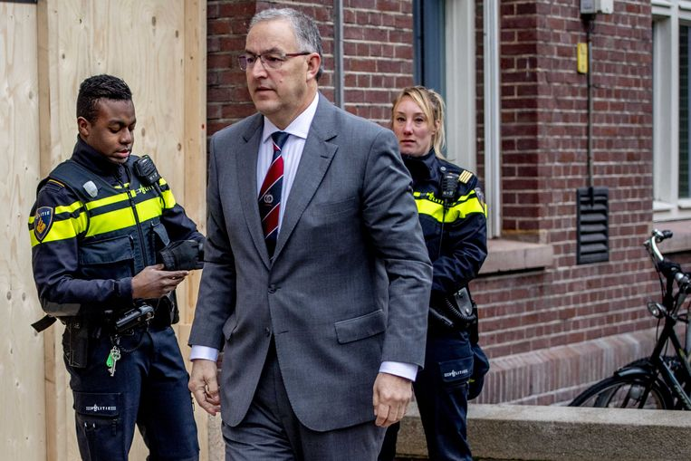 Burgemeester van Rotterdam Achmed Aboutaleb arriveert bij het Designcollege waar een dag eerder een 16-jarig meisje is doodgeschoten. Een 31-jarige verdacht is aangehouden. Beeld ANP