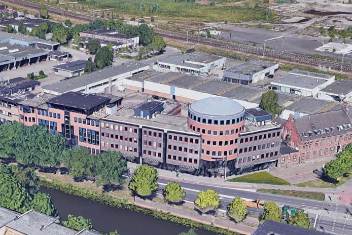 Het linker gedeelte van het kantorencomplex aan de Tramsingel wordt getransformeerd tot woningen.