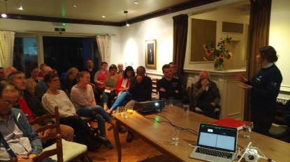 Buurtbewoners krijgen uitleg van politie tijdens eerste vergadering buurtinformatienetwerk Horebeke