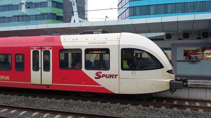 Een trein van Arriva in Arnhem.