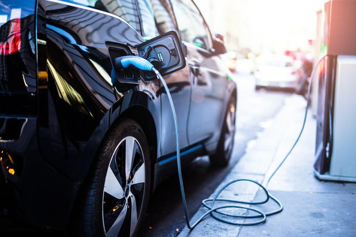 Met elektrische auto's en laadpalen loopt Nederland voorop