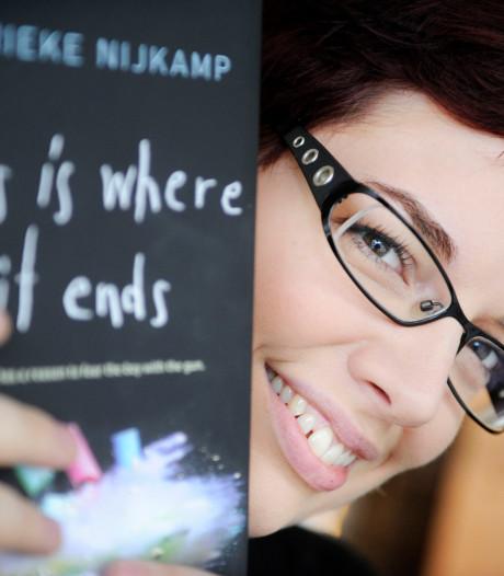Schrijfster Marieke Nijkamp over Hengelose bieb: 'Als kind was ik hier iedere week'