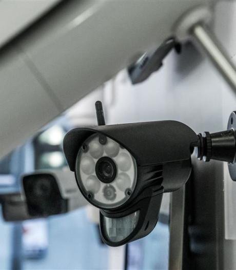 Cameracontrole schrikt scooteraars in Alphense Julianastraat af