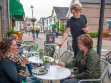 Uitbaatster Café de Flierefluiter krijgt bijval in terrasdiscussie Apeldoorn: 'Nooit, maar dan ook nooit heb ik maar 1 minuutje overlast gehad van het terras'