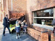 De Holm in Olland in ere gehouden met kunstig bankje