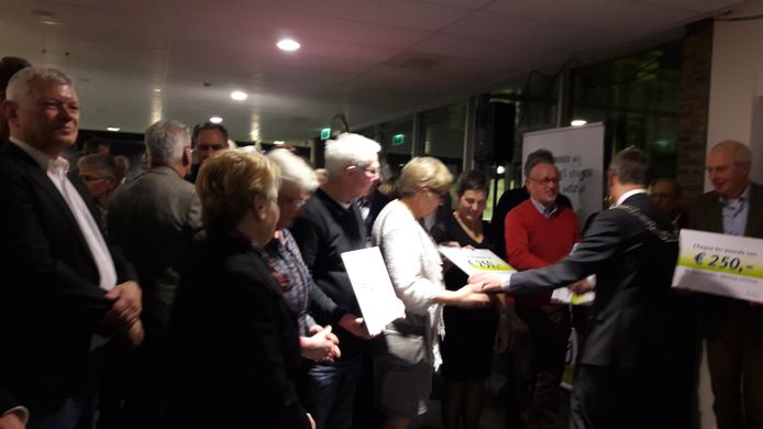Cheques voor Zonnebloem Laarbeek
