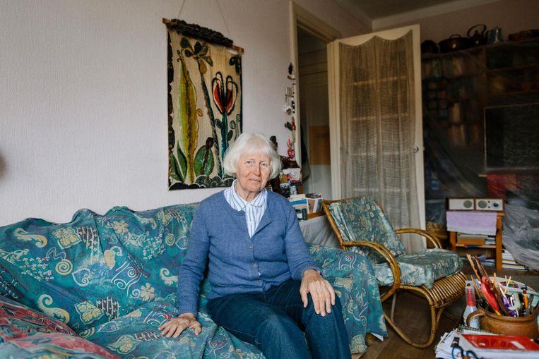 Carla Nienhuis (83) in haar driekamerwoning. 'Piet woonde meer dan veertig jaar geleden al naast me.' Beeld Marc Driessen