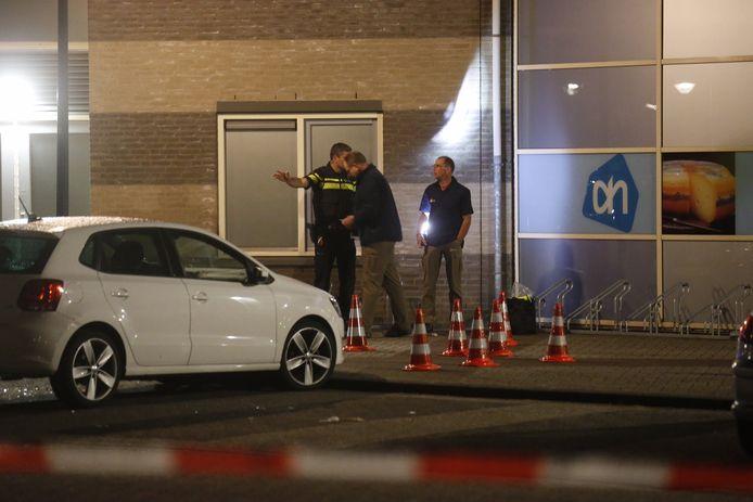 Bij een schietpartij nabij de Albert Heijn aan het Janssen & Fritsenplein in Mierlo-Hout is een zwaargewonde gevallen.