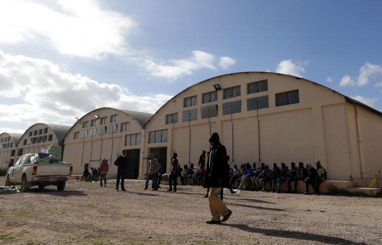 Een detentiecentrum voor migranten in Benghazi (Libië).